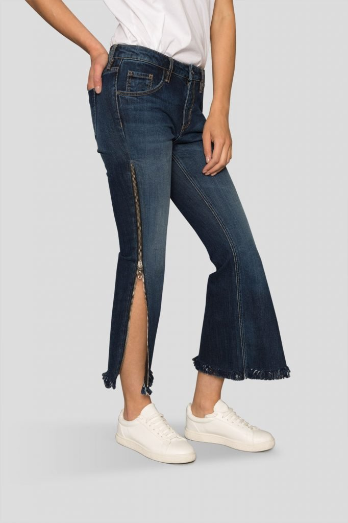 zip-jean-half-open-side