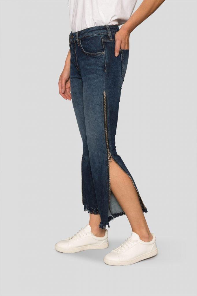 zip-jean-open-half